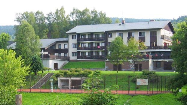Plavecké kurzy a tábory - ZŠ Plavání Praha - plavecký areál hotel Čertův mlýn 920x518